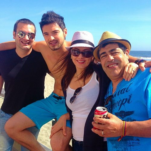 Daniel wearing a black t-shirt and sunglasses; Alejandro shirtless with blue swim trunks; Ana wearing a white shirt, straw hat with black band and sunglasses; Osvaldo wearing a straw hat and blue t-shirt